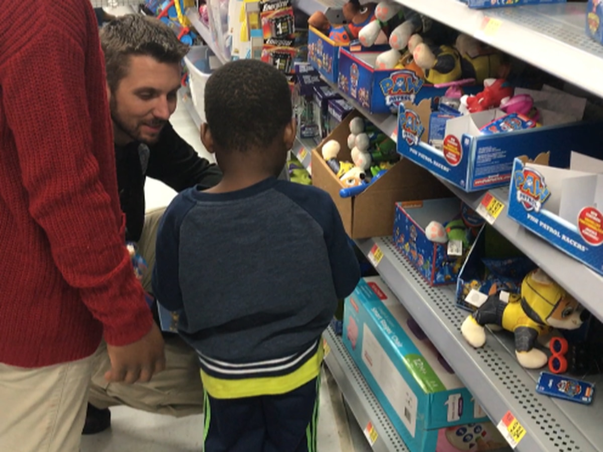 Pine Belt heroes shop with kids this holiday season
