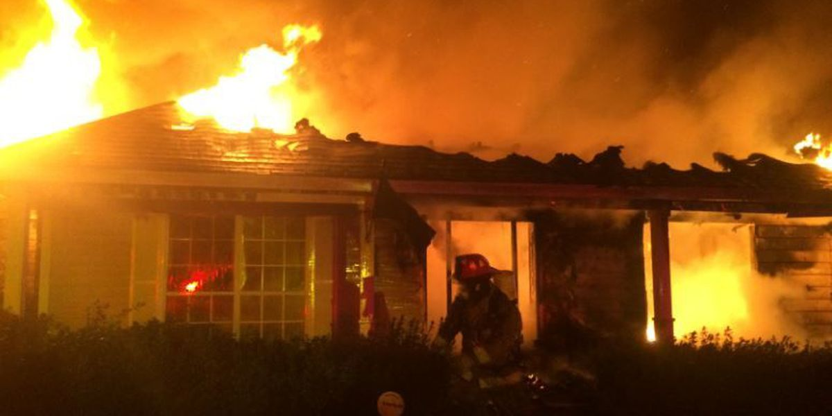 Early morning fire destroys Lamar County home