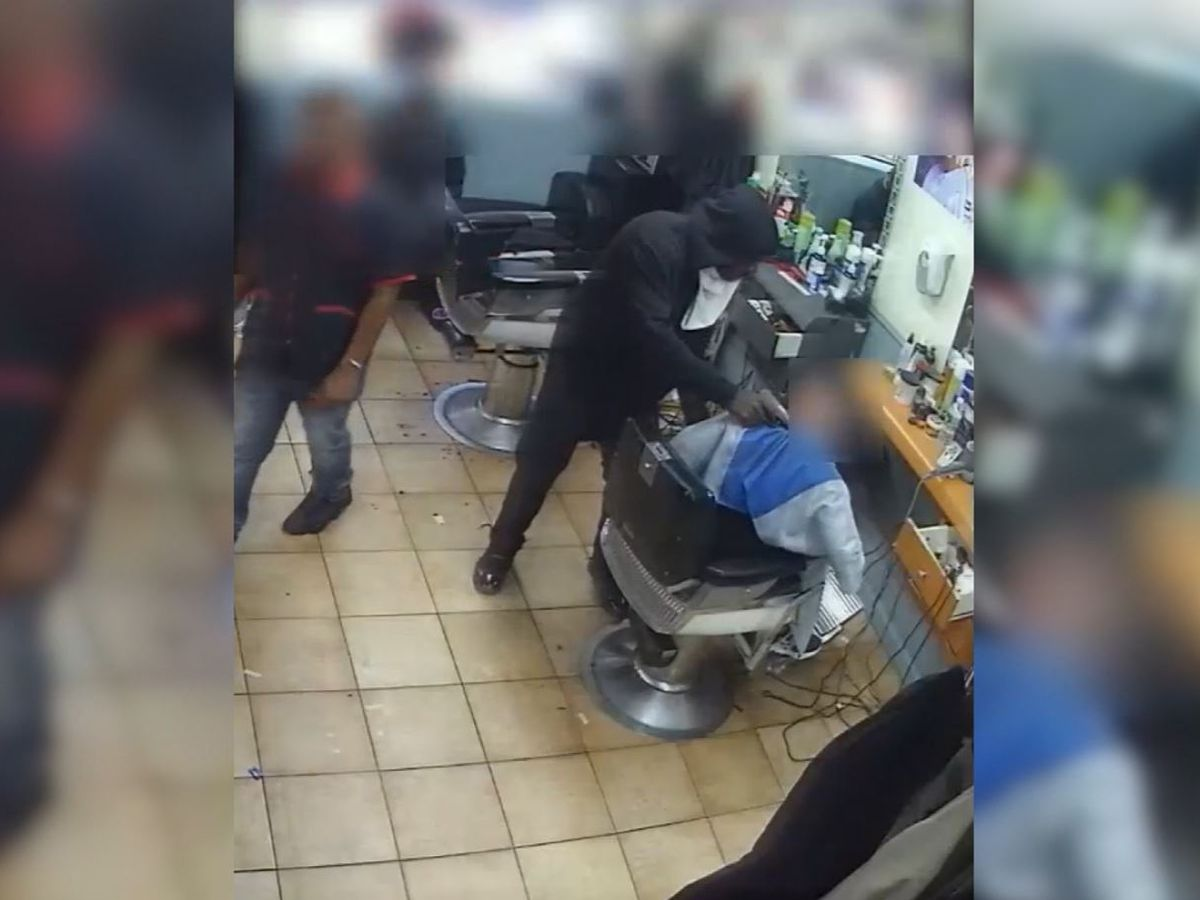 Man robbed at gunpoint while getting his hair cut