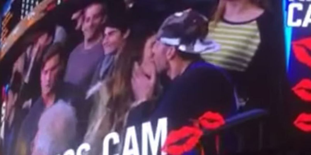 VIDEO: Kiss Cam connection