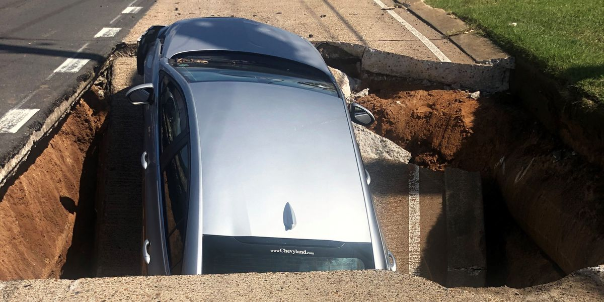 2 hurt when road gives way, swallows car in Bossier City