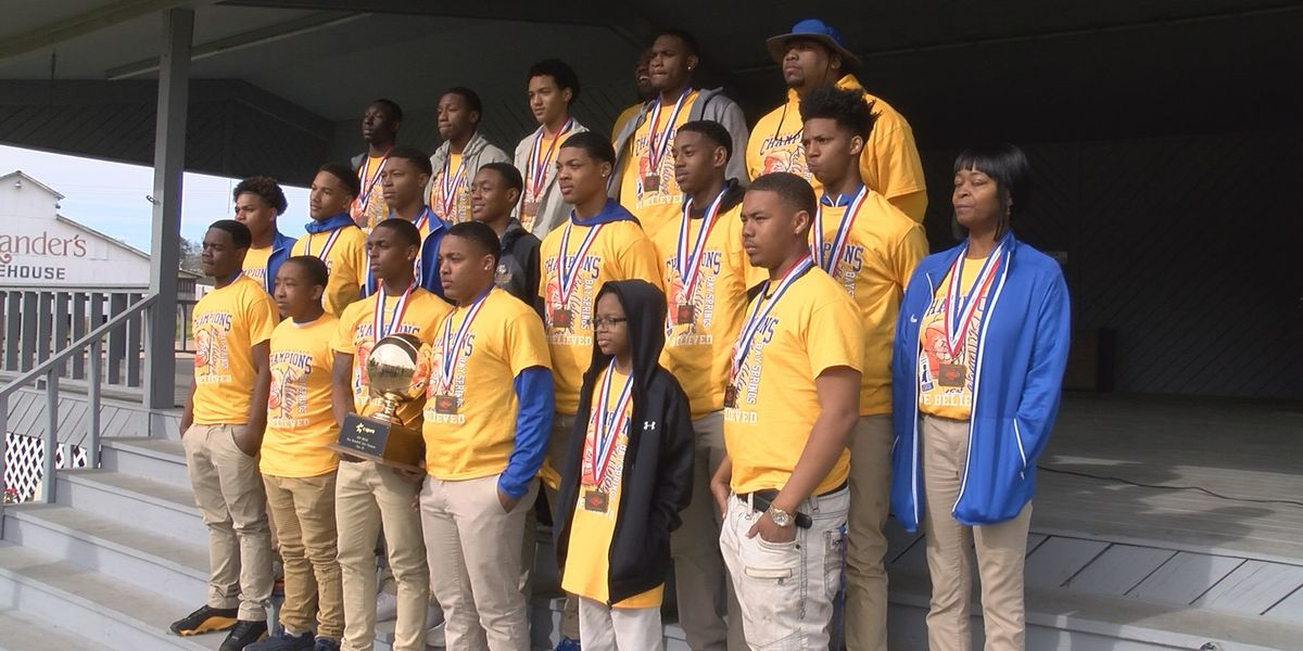 Bay Springs community celebrates boys basketball team