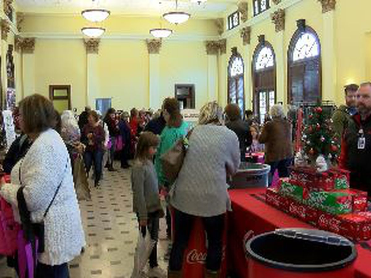 Art, holiday gifts, and Santa Claus all at the Pine Belt Holiday Expo and Christmas Market