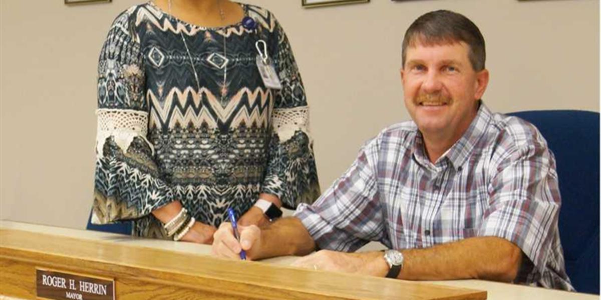Purvis Mayor declares Mental Health Month