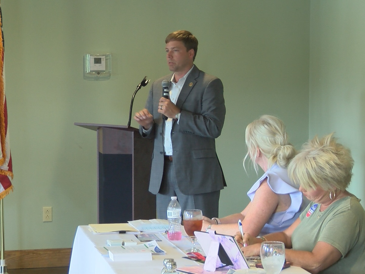 Gubernatorial candidate Foster speaks to Jones GOP Women