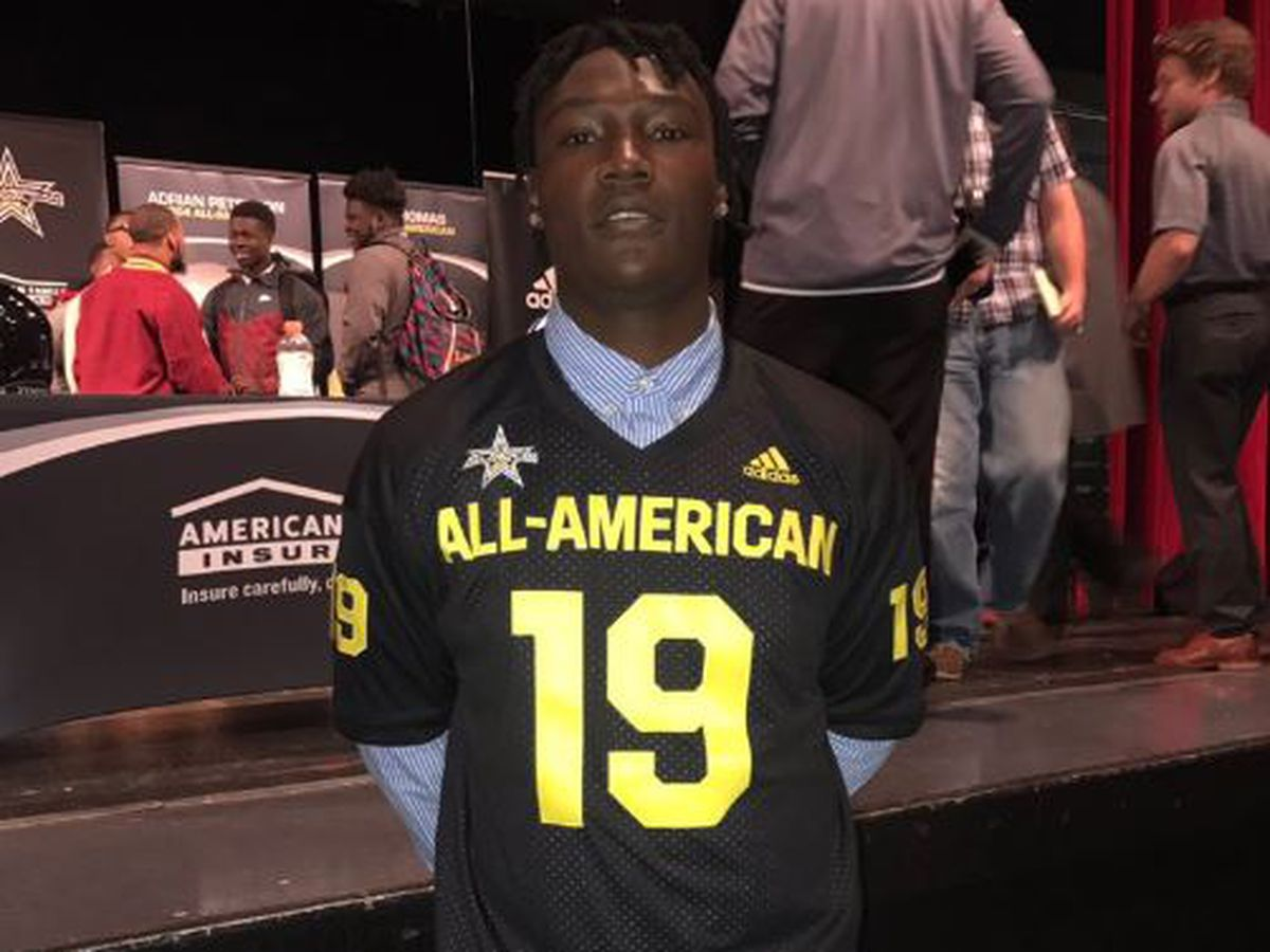 Laurel's star offensive tackle receives All-American jersey