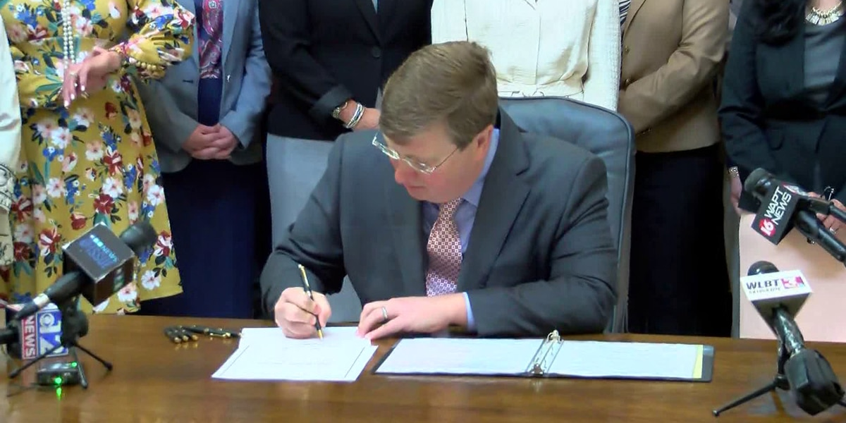 Gov. Tate Reeves announces new K-12 seating restrictions