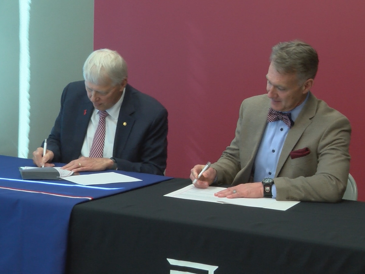 Jones College, University of South Alabama sign admissions agreement