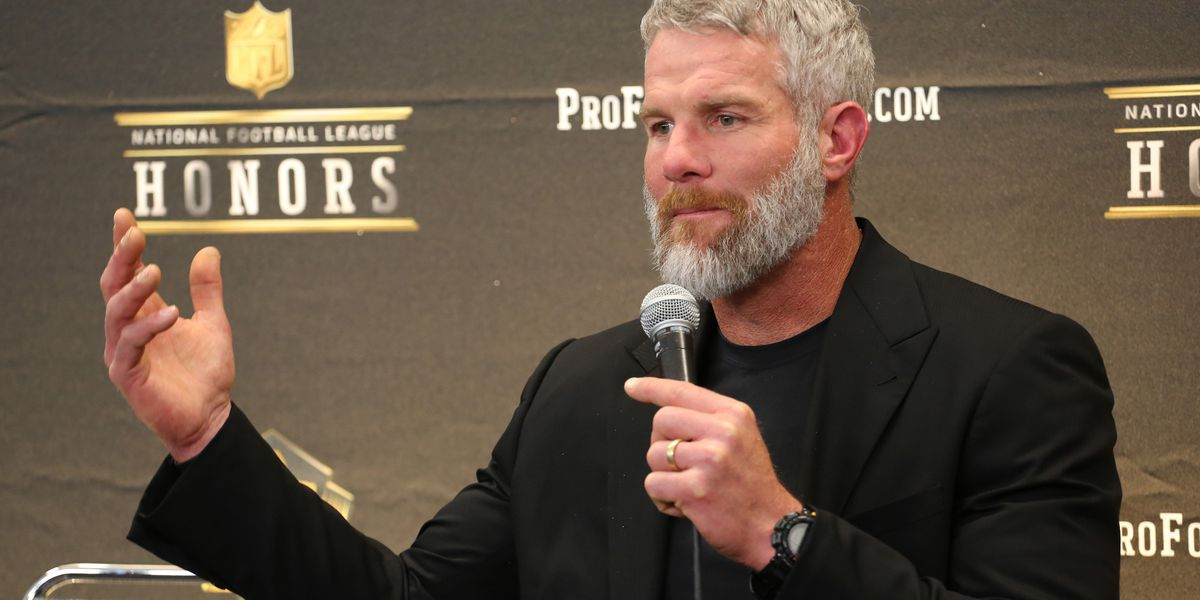 Brett Favre says politics are ruining sports; protests are 'more turmoil than good'
