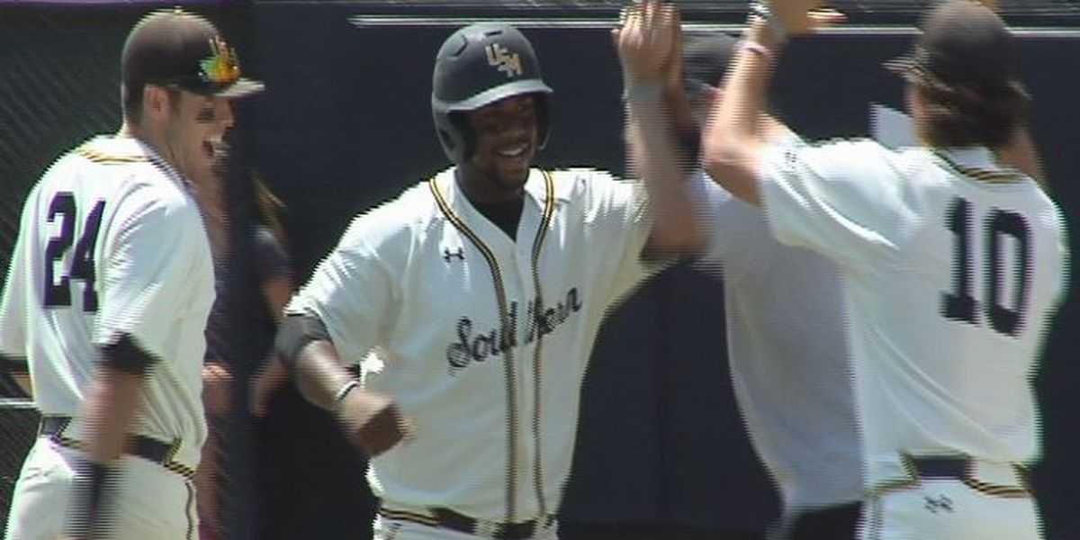 Golden Eagles complete sweep with 9-0 shutout of Charlotte Sunday