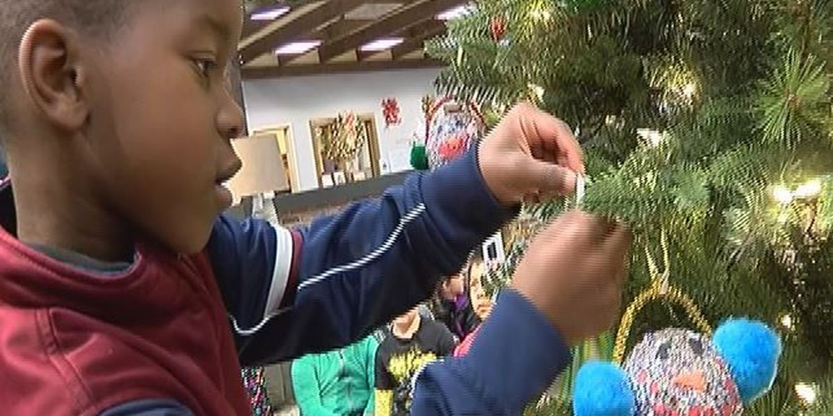 Oak Grove students 'Deck the Halls' for Homes of Hope