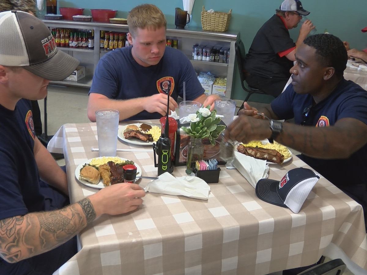 Collins' Annie B's serves free lunch to first responders on 9/11 anniversary