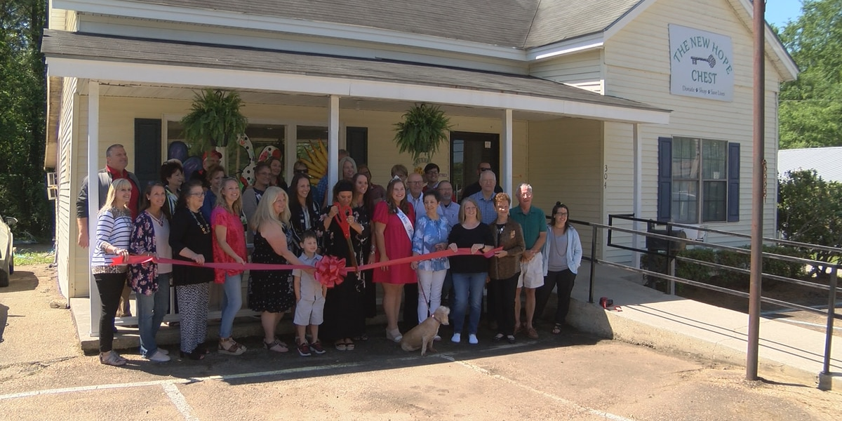 Thrift store benefiting Petal animal shelter officially opens