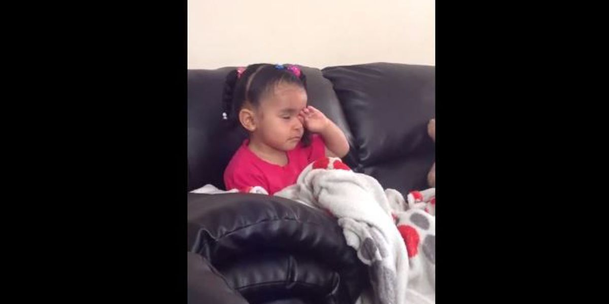 "VIDEO: Girl reacts to Mufasa dying in ""The Lion King"""