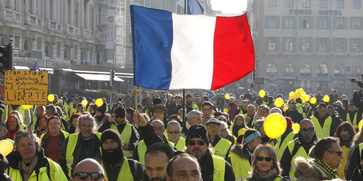 Yellow vest protesters target French media as movement ebbs