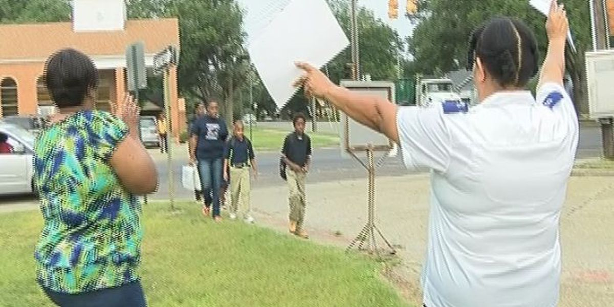 Parents cheered by Salvation Army on first day of school