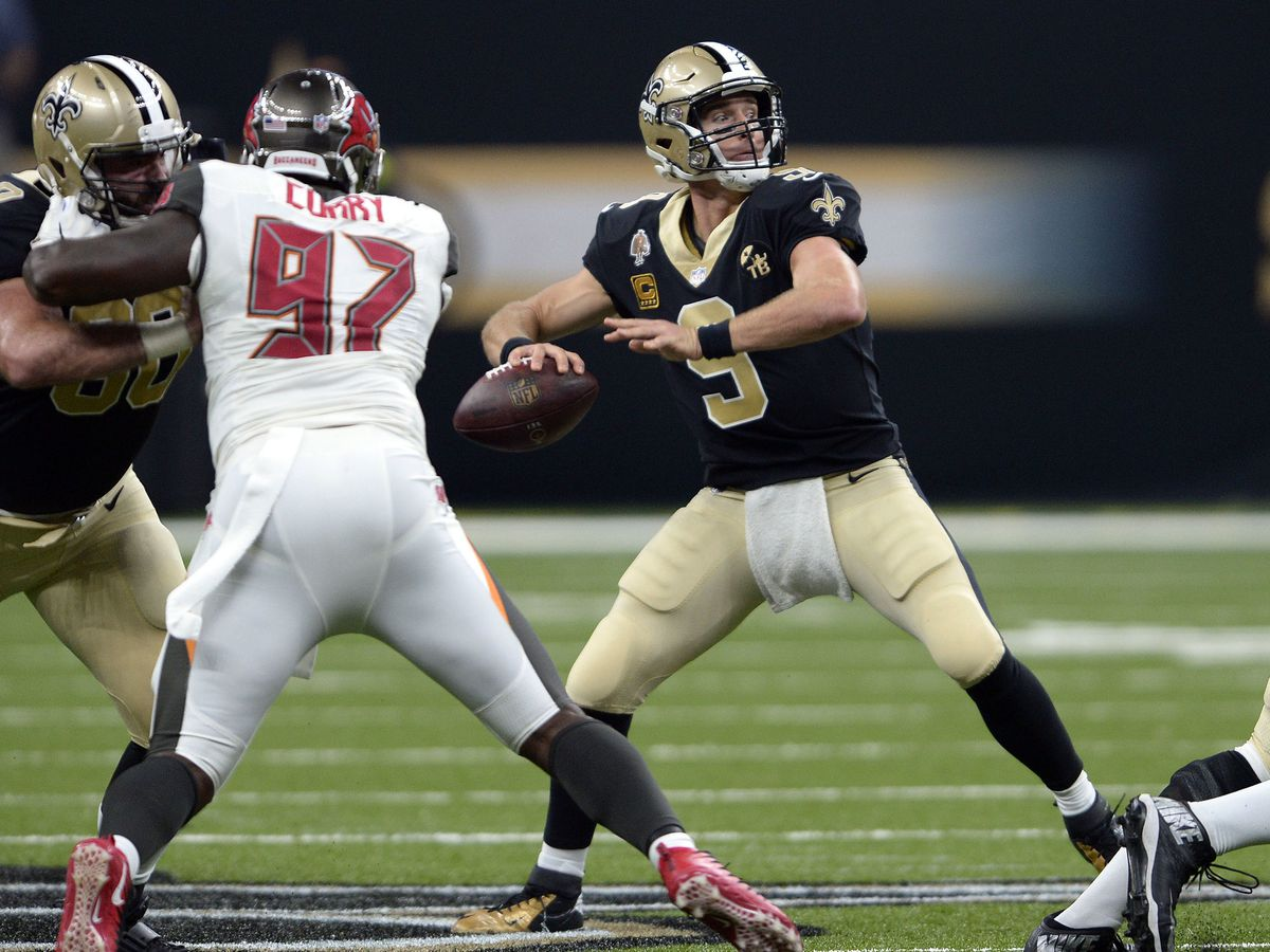 Brees passes Favre for NFL career completions