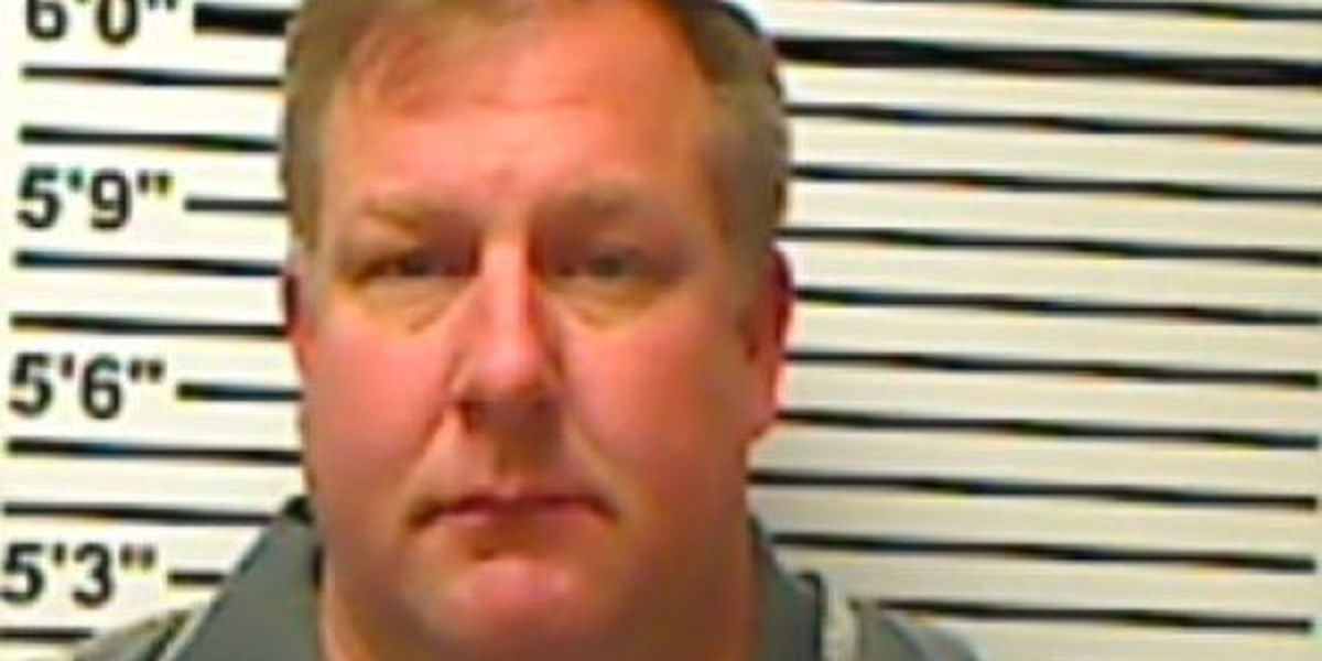 Sandersville man arrested for passing stopped school bus