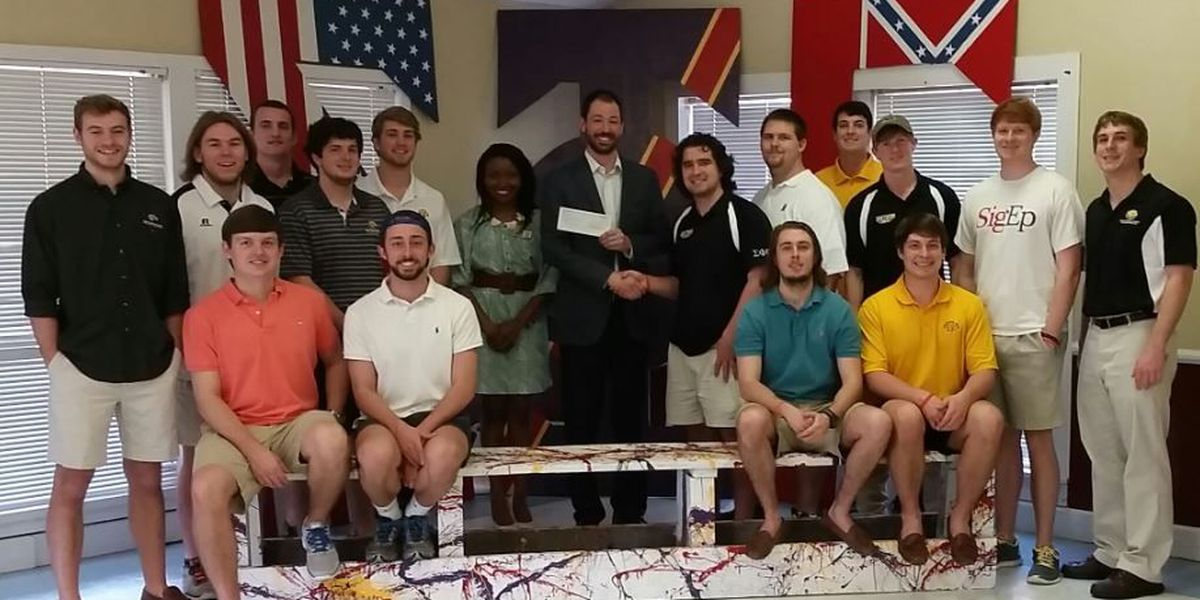 USM fraternity donates $9,000 to Extra Table