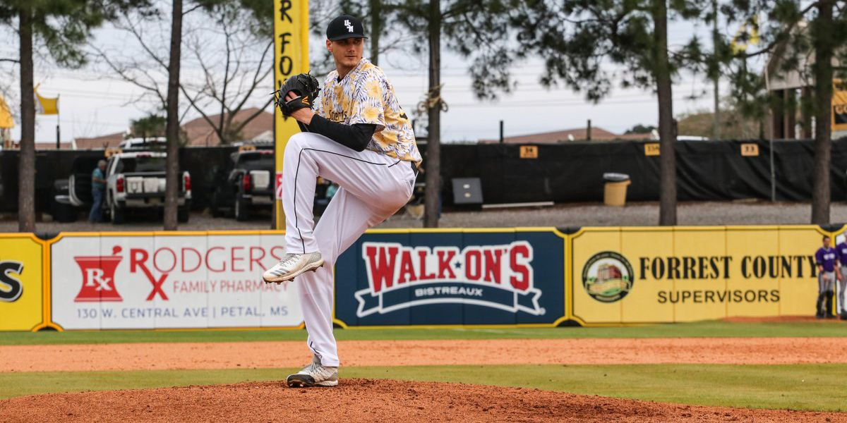 USM takes double dip from Holy Cross