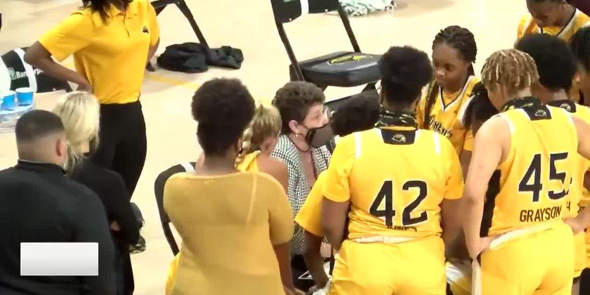 Lady Eagles sweep UTSA behind Warmsley's 25 points