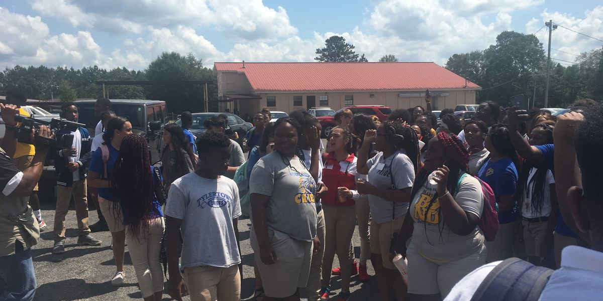 Tylertown students walk out of classes protesting end of religious based program