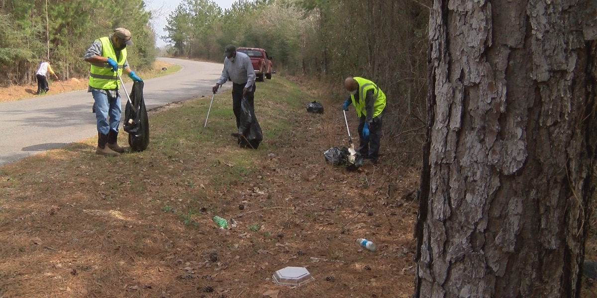 Covington Dist. 4 residents remove trash from roadsides