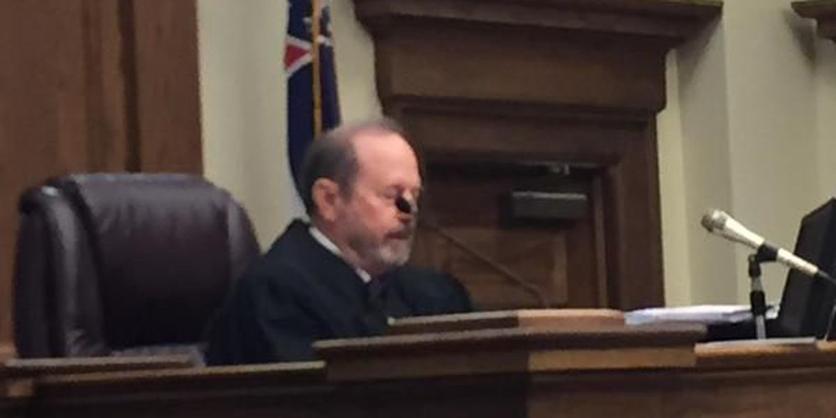 Judge finds Hattiesburg mayor in contempt of court