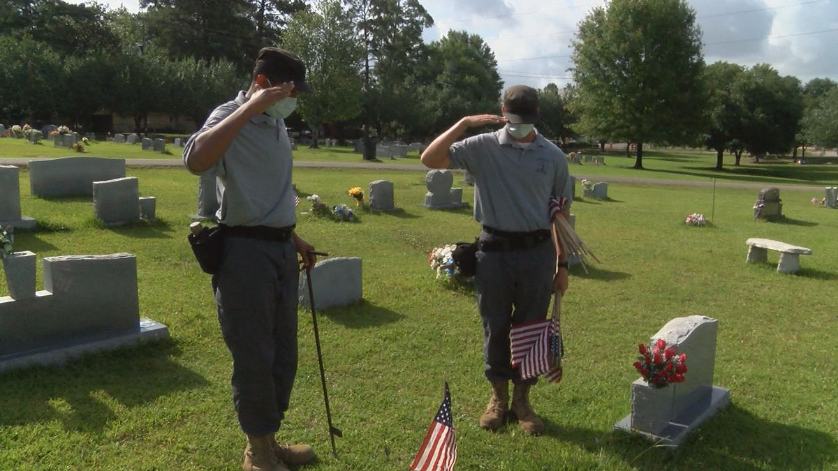 VFW, American Legion members place flags on veterans' graves for Memorial Day