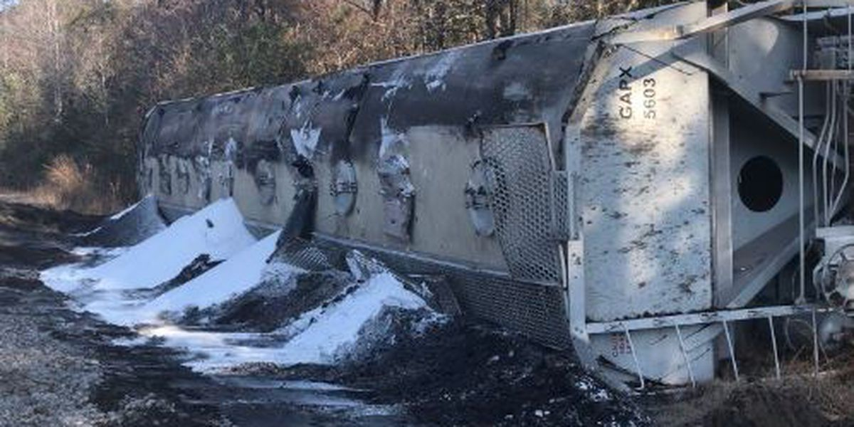 Cleanup continues after truck vs. train crash in Lamar Co.