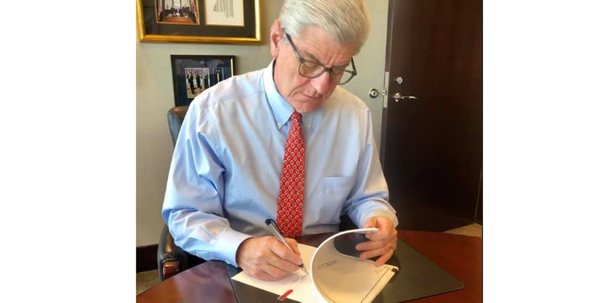 Governor Bryant signs teacher pay raise bill