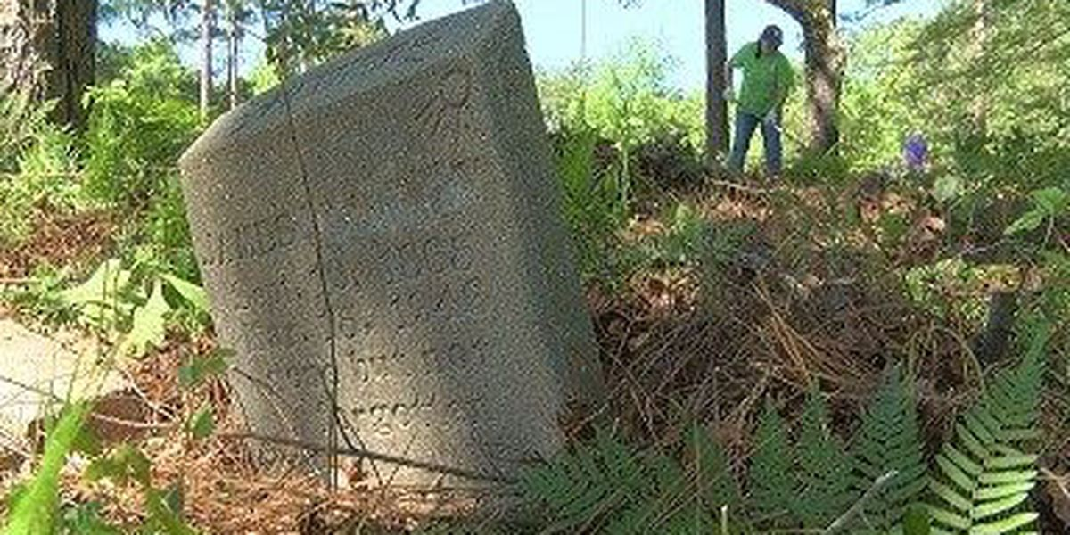 FedEx employees clean up neglected Lamar County cemetery