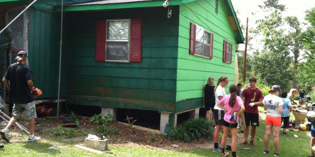 Michigan church group helps rebuild tornado-ravaged Jones County homes