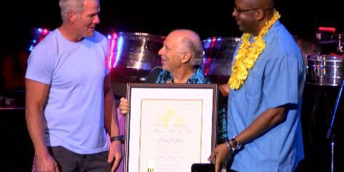 Jimmy Buffett inducted into Southern Miss Alumni Hall of Fame