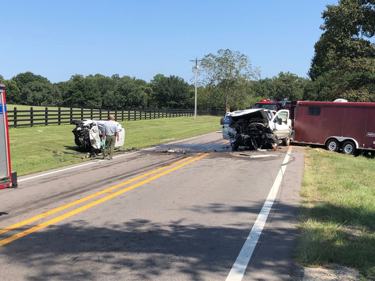One killed in Lamar Co. crash; both lanes of MS 589 blocked