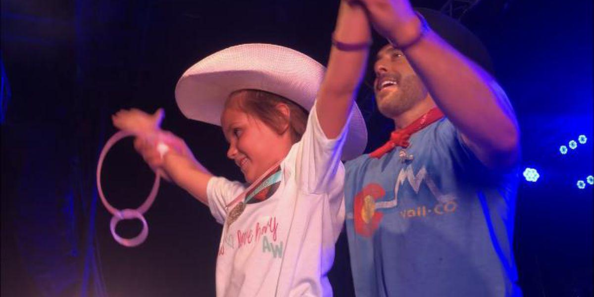 Country artist dedicates concert to girl battling cancer