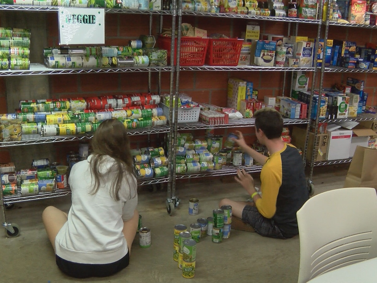 Southern Miss freshmen volunteer to serve community