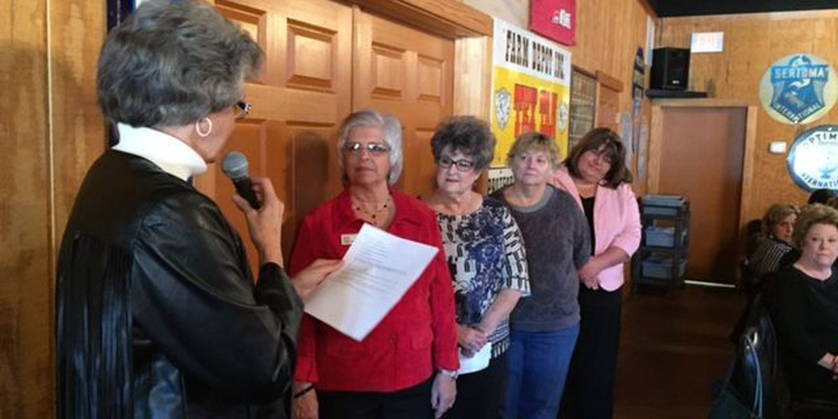 Local Republican women hold luncheon