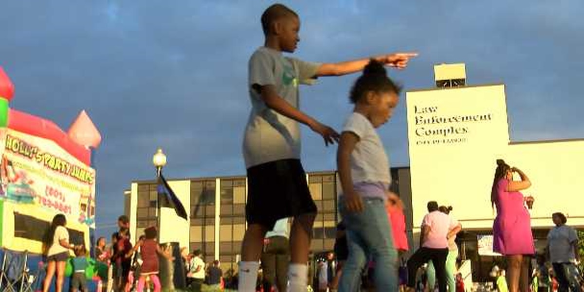 Hundreds gather for Laurel's National Night Out