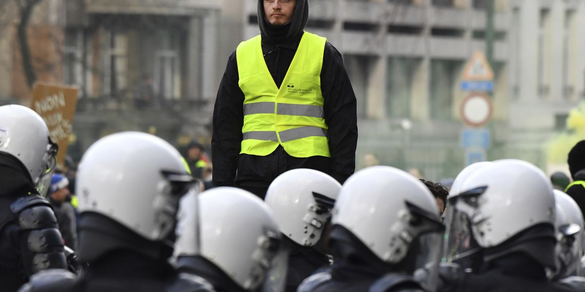 Clashes as yellow vest protests grow in Belgium, Netherlands
