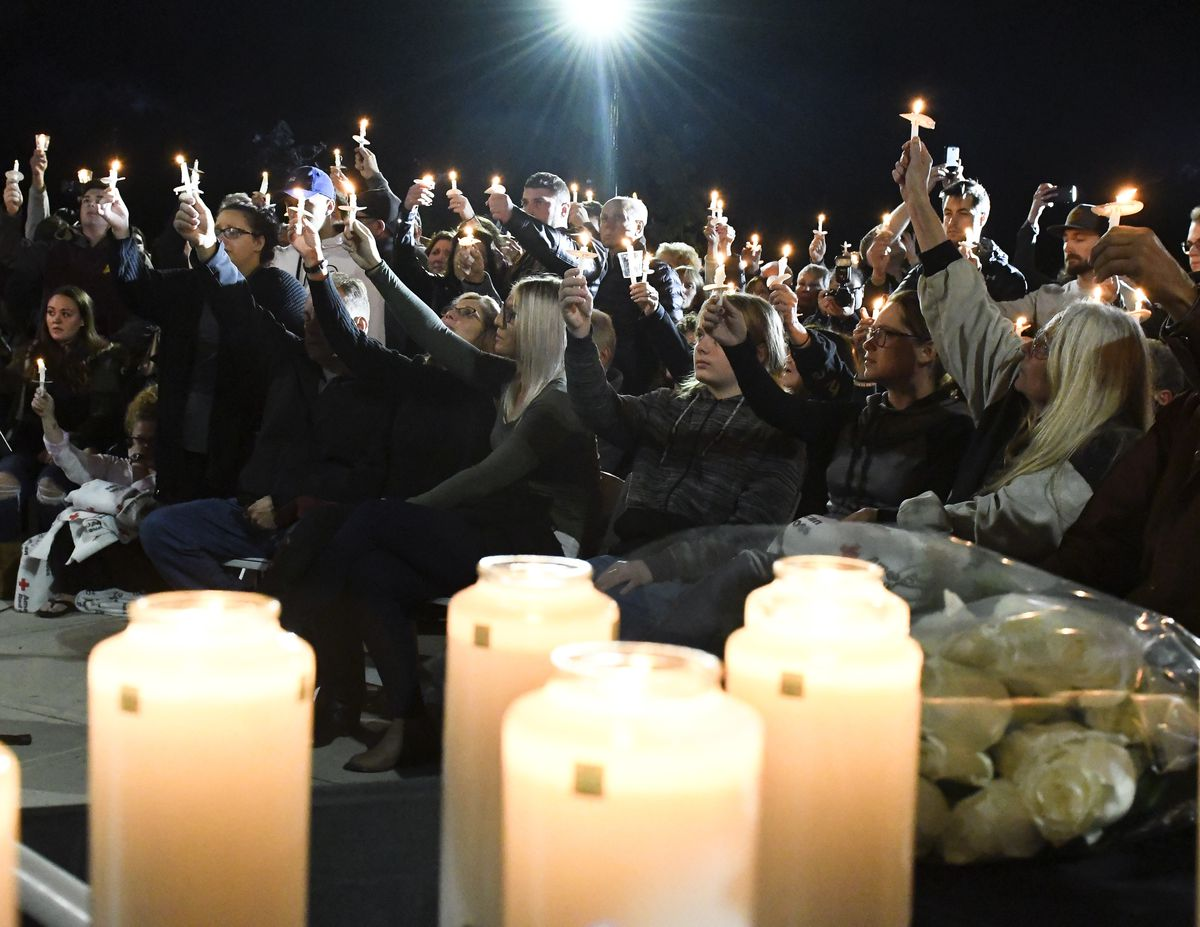 The Latest Over 1 000 Honor Limo Crash Victims At Vigil
