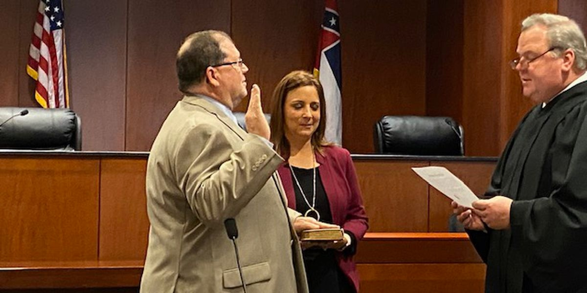 Maxwell sworn in as Southern District Public Service Commissioner
