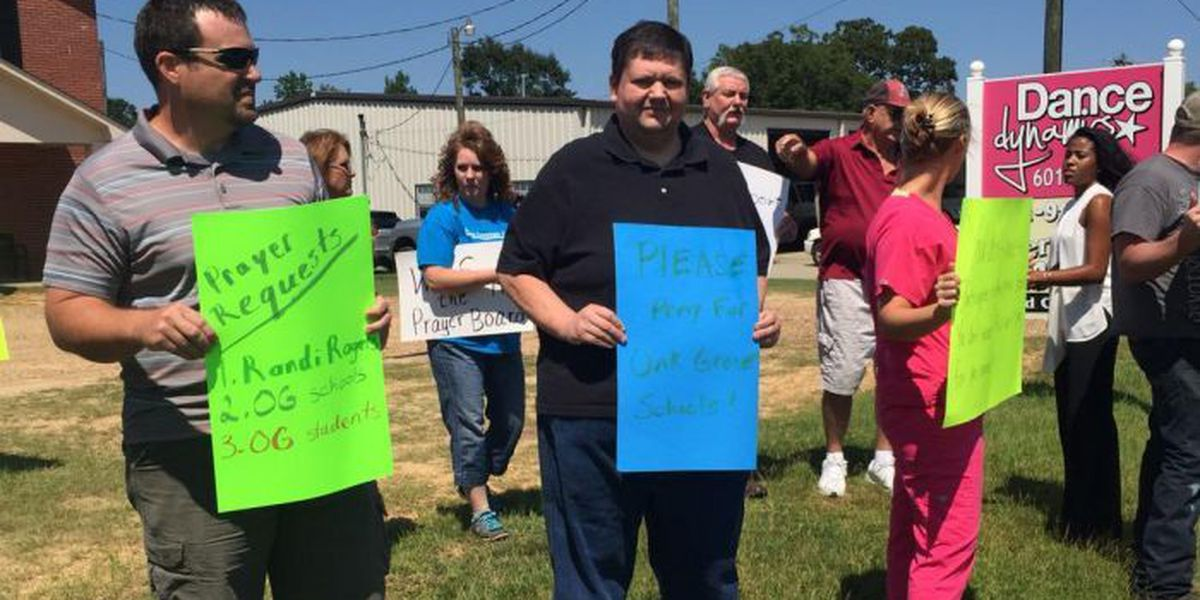Preachers, church members rally for Oak Grove teacher