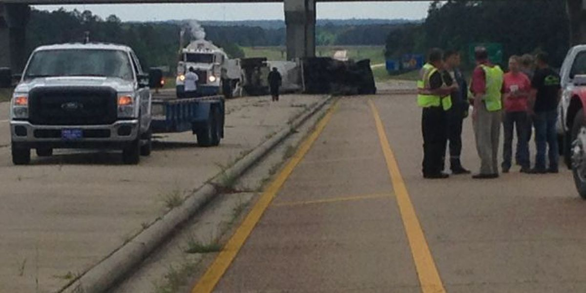 UPDATE: Overturned truck in Wayne County cleared, all lanes open