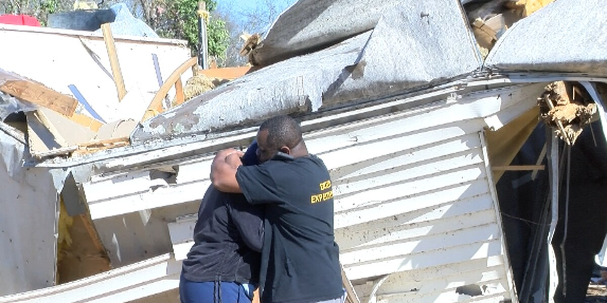 Family members mourn loss of tornado victims