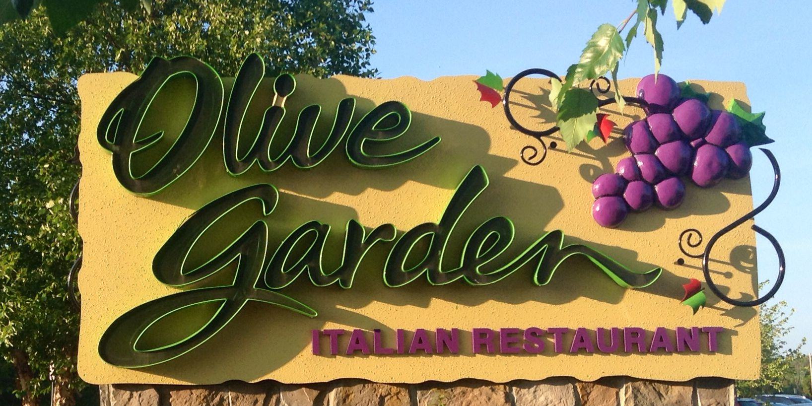 Texas woman sues Olive Garden, claims stuffed mushroom severely burned her