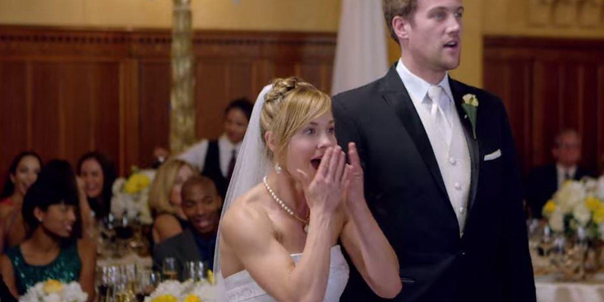 VIDEO: Maroon 5 crashes real weddings