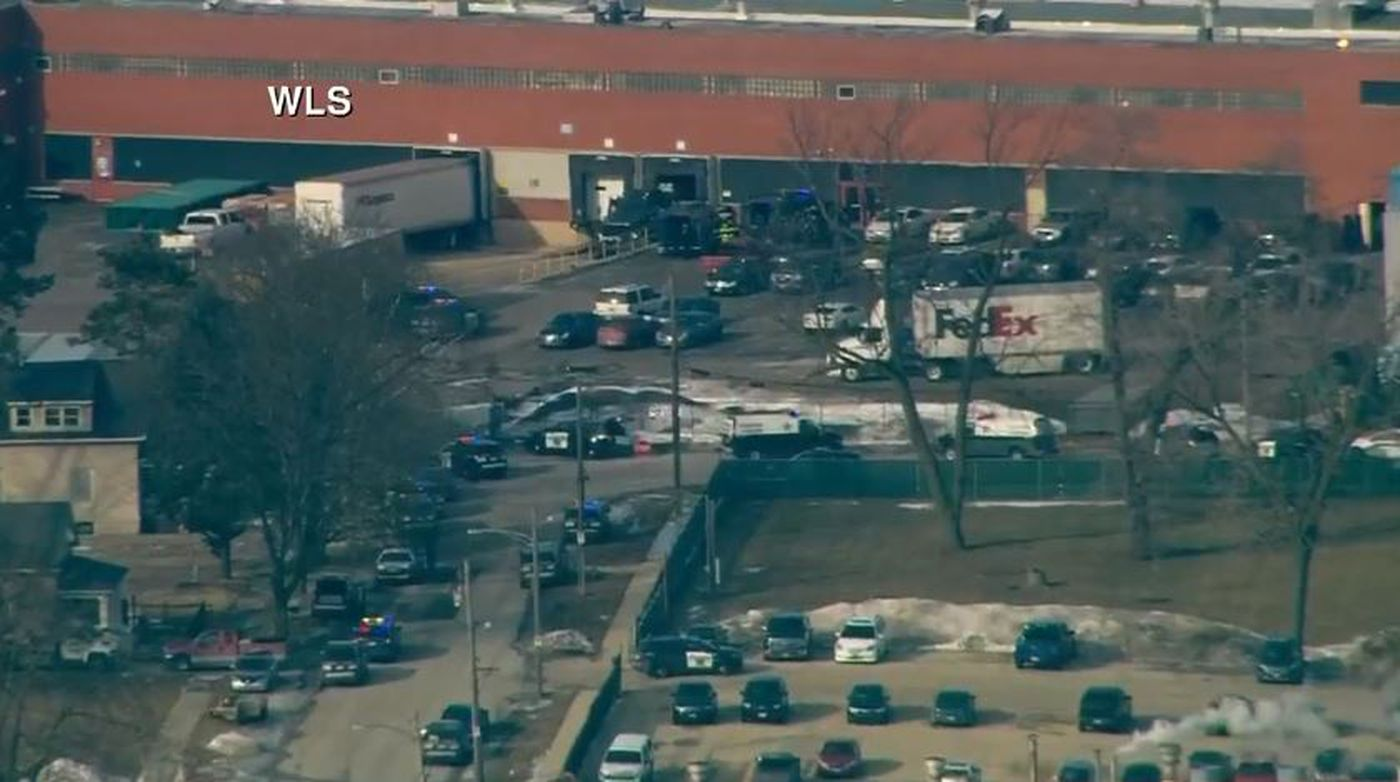 Shooter kills at least 5 at suburban Chicago business