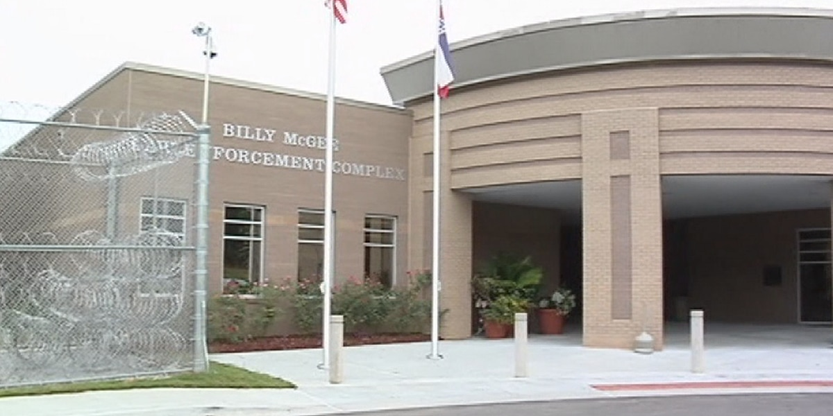 Forrest County supervisors weigh options on jail's food contract