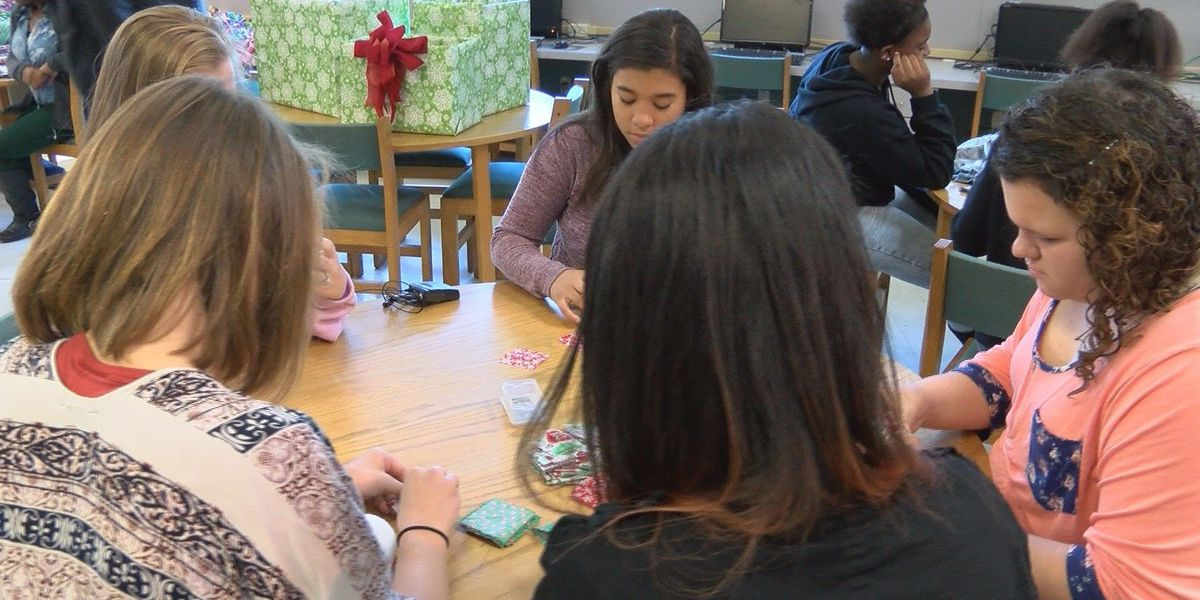Collins students make quilts, ornaments for local veterans home